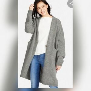 Uniqlo 100% wool longsleeve cardigan. Small